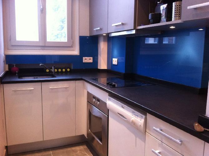 couleur credence cuisine bleue cr dences cuisine. Black Bedroom Furniture Sets. Home Design Ideas