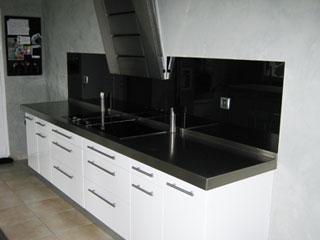 Credence cuisine noire maison design - Credence parement cuisine ...