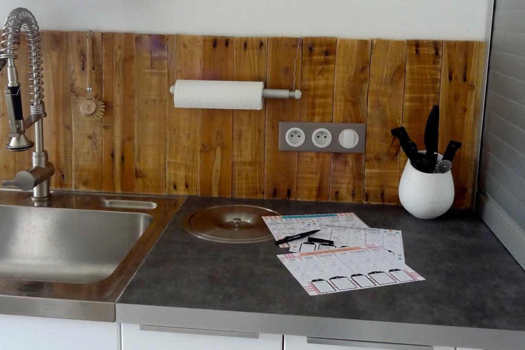pose credence cuisine recup cr dences cuisine. Black Bedroom Furniture Sets. Home Design Ideas