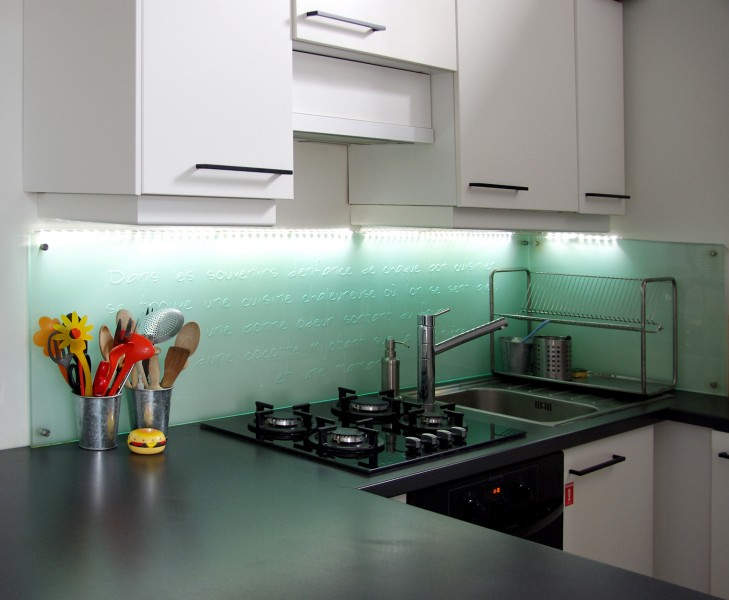 pose credence cuisine verre cr dences cuisine. Black Bedroom Furniture Sets. Home Design Ideas