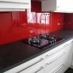 credence cuisine verre rouge